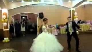 Вот какой должен быть первый танец молодоженов&