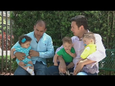 Una pareja gay cumple el sueo de ser padres