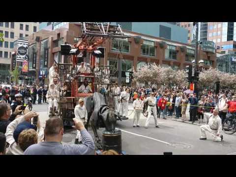 Les géants au centre ville de Montréal - 19 mai 2017
