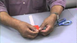「おもしろ紙おもちゃ」は、折り紙やストロー、紙コップなどをはさみで...