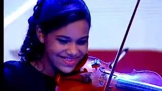 Cially e Cacau cantam e tocam no palco 8220;Como 233; Grande Meu Amor por Voc234;8221;