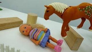 Дочка Барби - Штеффи берет уроки верховой езды