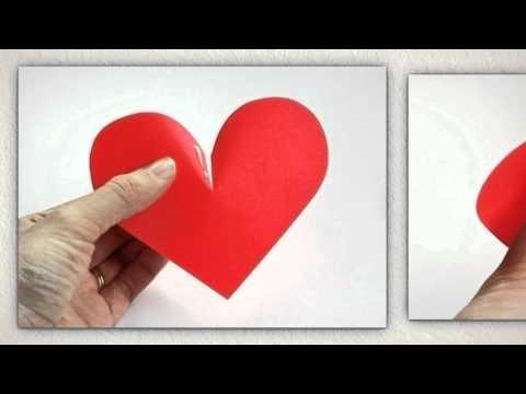 Украшение стены сердечками