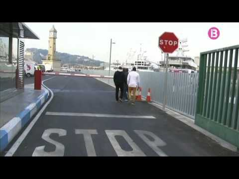 Tretze embarcacions cerquen els dos mariners desapareguts al port de Barcelona