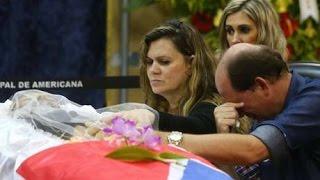 Familiares se despedem do cantor José Rico
