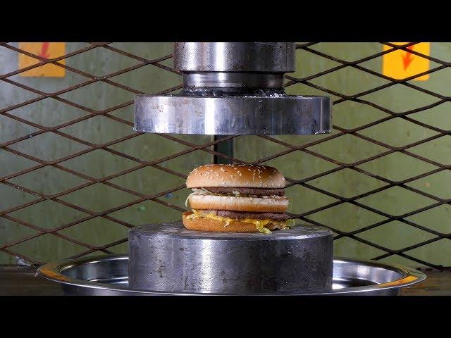 Esto pasa si aplastamos una hamburguesa de McDonald's con una prensa