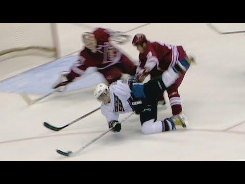 Гол Овечкина признали лучшим в истории НХЛ. Финиксу в 2006