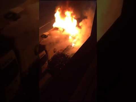 Ambulancia queimada en Santa Comba