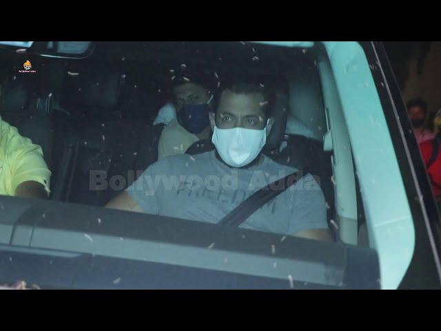 Salman Khan, Pragya Jaiswal & Mahesh Manjrekar Spotted At Bandra