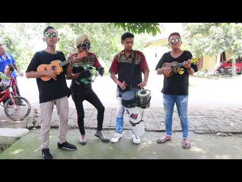 tahan tawa.!!!! Rhoma irama gelandangan-cover pengamen alay ft trio wok wok