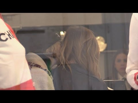 EXCLUSIVE : Cara Delevingne and Ashley Benson show PDA at Chanel boutique in Paris