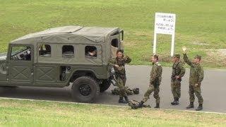 小学生に手を振る自衛隊員の皆さん 警視庁災害警備総合訓練2012
