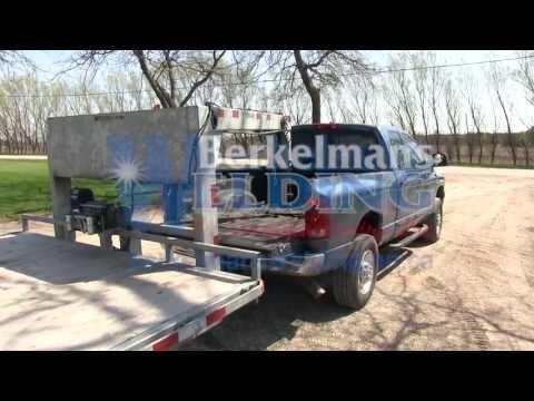 Hydraulic trailer jack option with wireless remote control