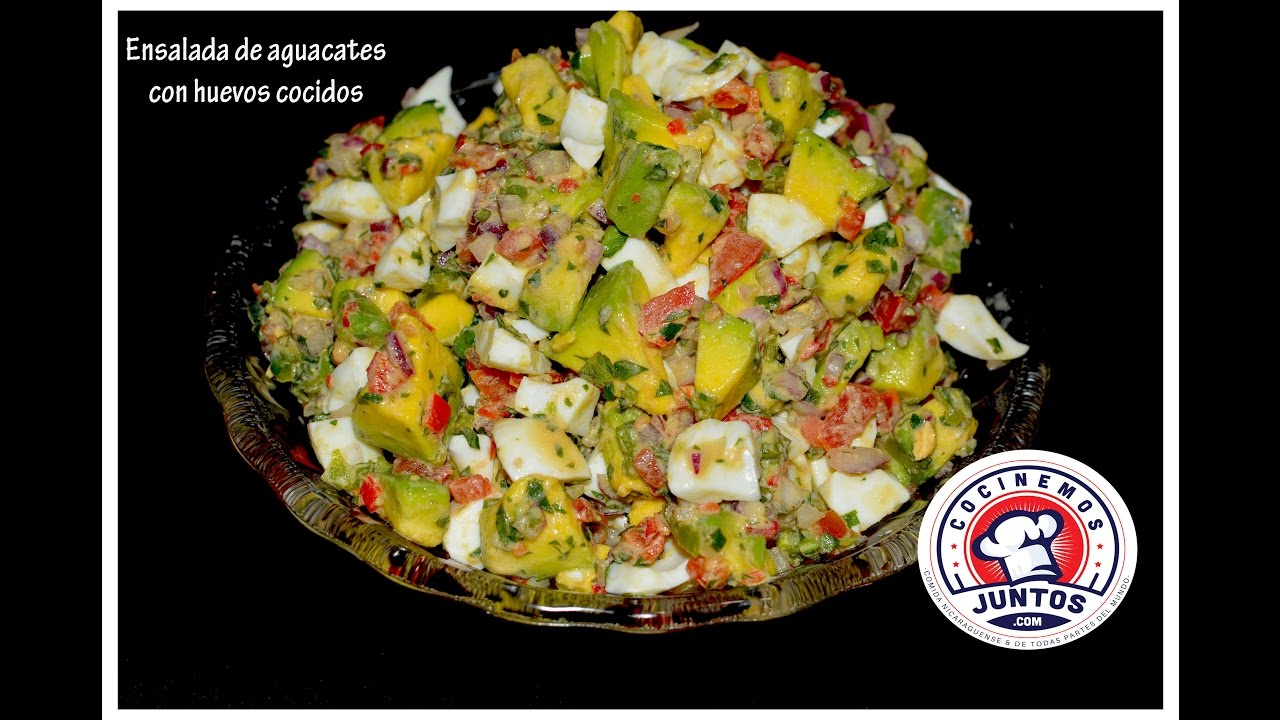 Deliciosa ensalada de aguacates tomates y huevos cocidos for Como se cocina la quinoa para ensalada