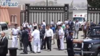 بالفيديو : لحظة خروج جثمان  العالم أحمد زويل من  قاعة كبار الزوار