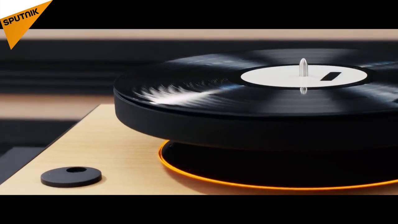 le premier tourne disque au monde avec une platine vinyle planante youtube. Black Bedroom Furniture Sets. Home Design Ideas