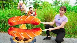 Duo Beautiful Girl Nerf Guns Fight Stupid Robber Team Grilled Sausage Battle   Moon Nerf War
