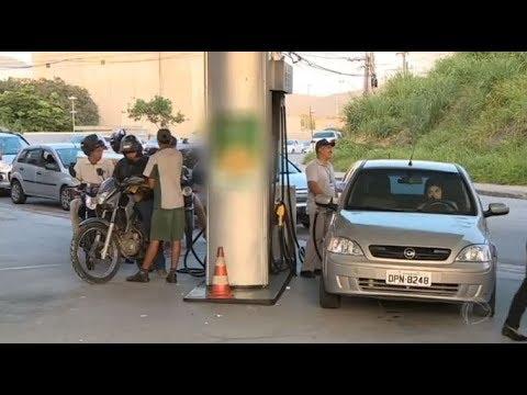 Moradores de Santa Catarina enfrentam dificuldades para abastecer carro