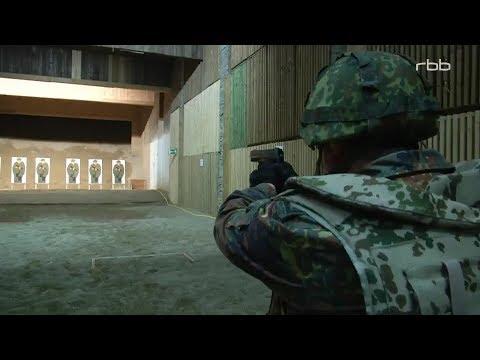 Gewehr bei Fuß - Die Bundeswehr in Berlin - Der Kasernenalltag