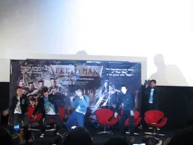 Pee Mak casts Harlem Shake on Jakarta Movie Screening (fan video) Travel Video
