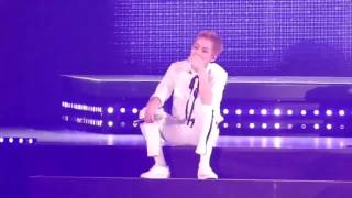 Fancam 161107 EXO Suho makes Xiumin laugh so hard when singing Lady Luck @ Nagoya Day1   YouTube