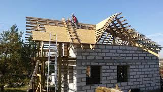 Крыша  двухскатная  с  двумя  кукушками  своими  руками