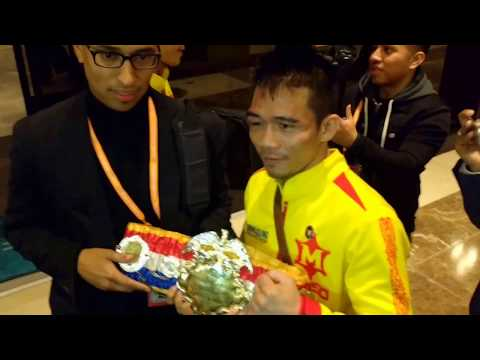 Sor Rungvisai: champ celebrates with Mexican fans, receives Ring Magazine belt #boxing