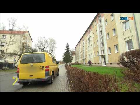 TV Doku: Deutsche Post Briefträger wirft Briefe in den Müll
