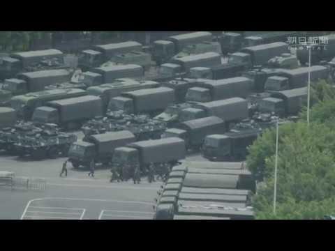 香港近くに集結した中国の「武装警察」とみられる人員と車両