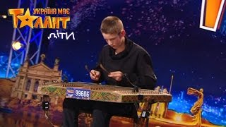 He plays on the dulcimer! Just see it - Got Talent 2017