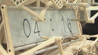 Японец сделал деревянные часы, пишущие время каждую минуту (новости)(, 2016-03-22T12:03:46.000Z)