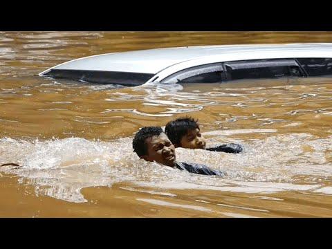 Scary Flooding in Indonesia (April 2, 2021) Disaster Flash Flood hits Parakan