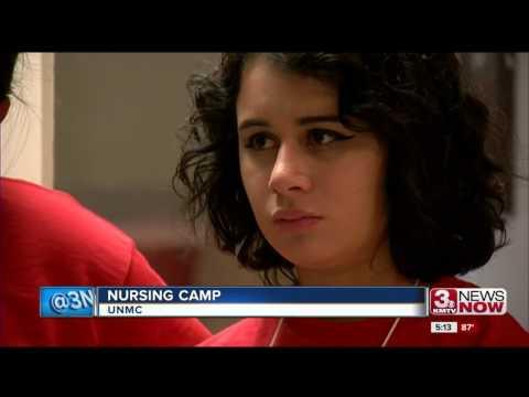 Future nursing students tour UNMC
