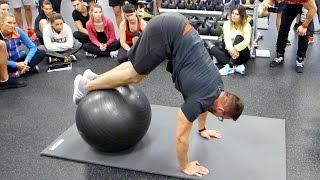 Trening na wytrzymałość brzucha z piłką gimnastyczną  | Patenty Działają