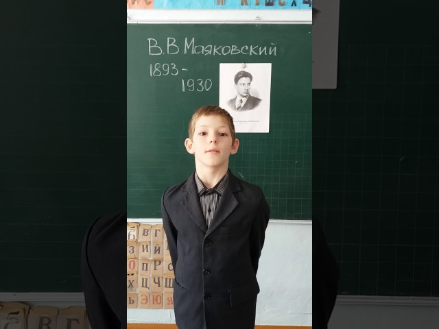 Изображение предпросмотра прочтения – МатвейКарпов читает произведение «Майская песенка» В.В.Маяковского