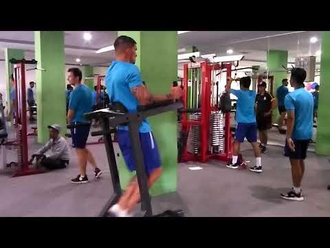 Thiago Dan Atayev Coba Ganggu Konsentrasi Arthur Cunha Yang Berlatih Fisik