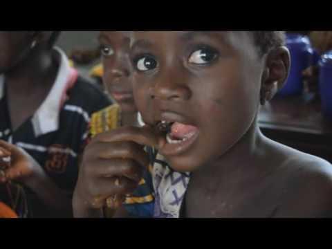 Cantine scolaire: la représentante du PAM Togo-Bénin satisfaite des repas « d'Alati marché ».