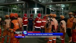 Izin Berlaku Habis, Papan Reklame di Jembatan Penyebrangan Senen Dibongkar - NET5