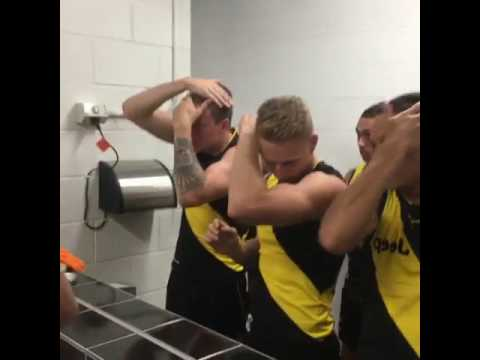 Richmond players preparing for team photo