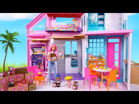 LOL Family Baby Goldie Moves into the New Barbie House - Playdate with Punk Boi