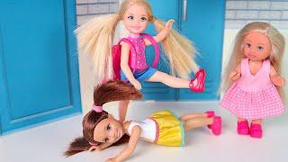 Подножка  Новенькая в Школе  Кто Будет Главный? Мультики Куклы Барби Игры Для девочек IkuklaTV