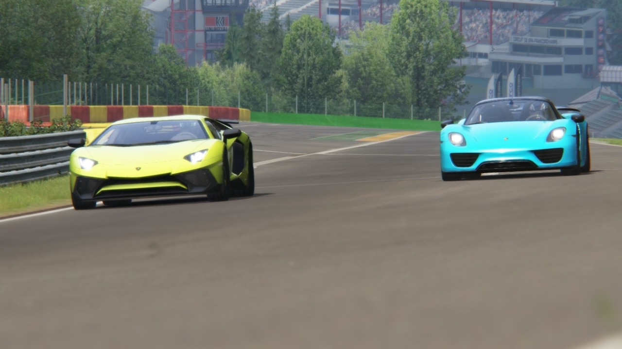 battle lamborghini aventador sv vs porsche 918 spyder racing at spa francorch. Black Bedroom Furniture Sets. Home Design Ideas