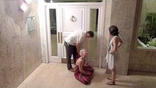 Video Willas dress trapped in a door download MP3, 3GP, MP4, WEBM, AVI, FLV Juli 2018