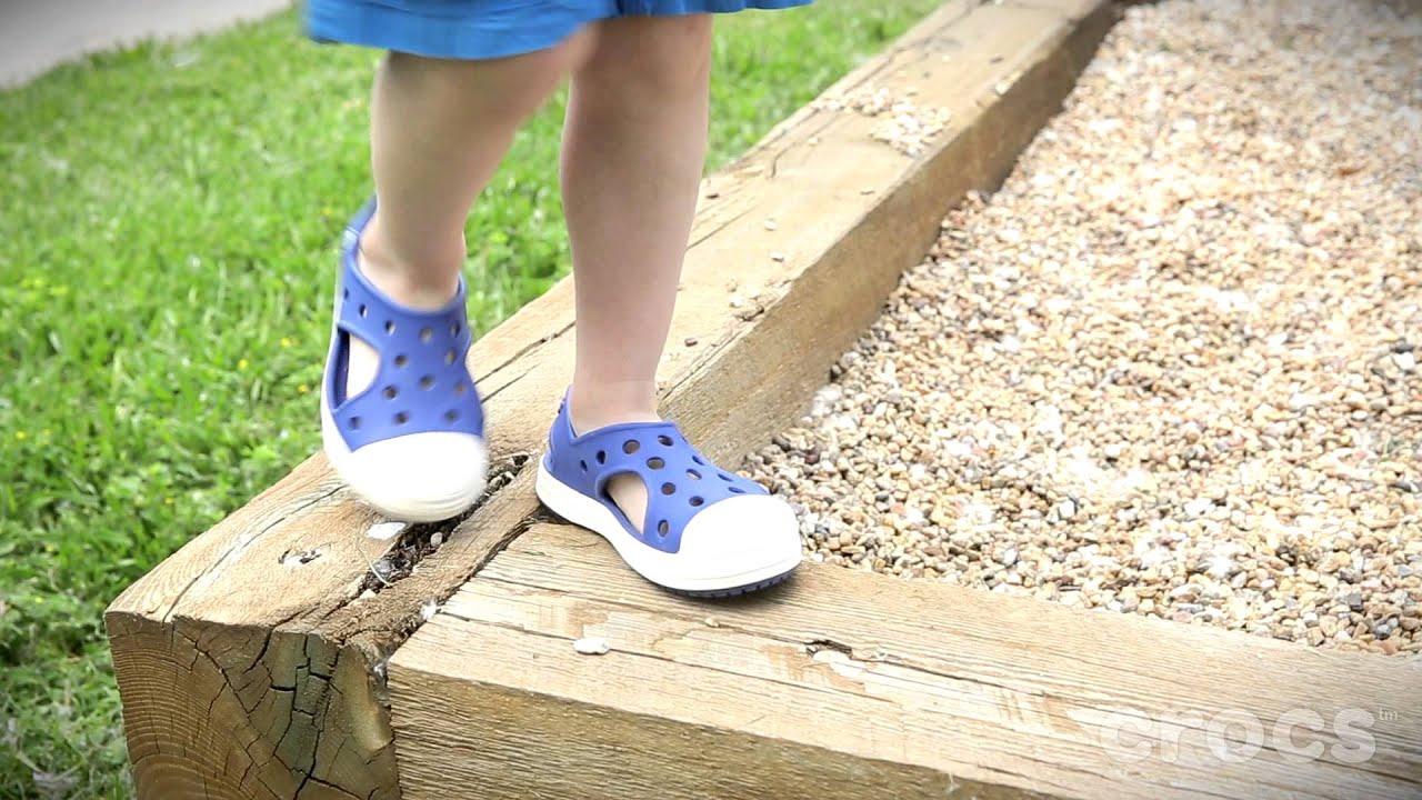 Crocs I Bump It Sandals - YouTube