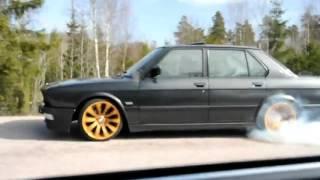BMW E28 525 жжет резину кайф