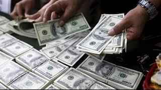 العالم يسبح في الديون