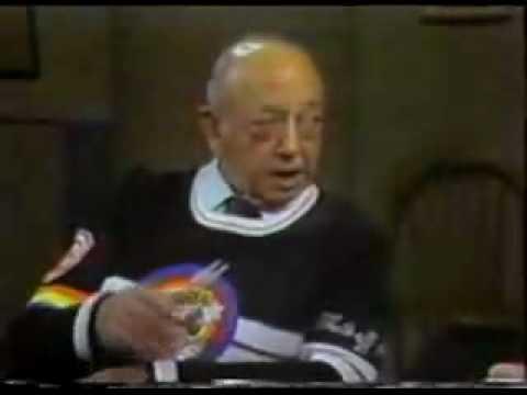 Looney Tunes voice actor (Mel Blanc) (fixed - toons to tunes)