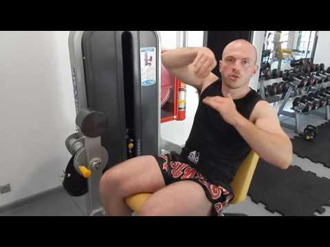 Prostowanie nóg na maszynie