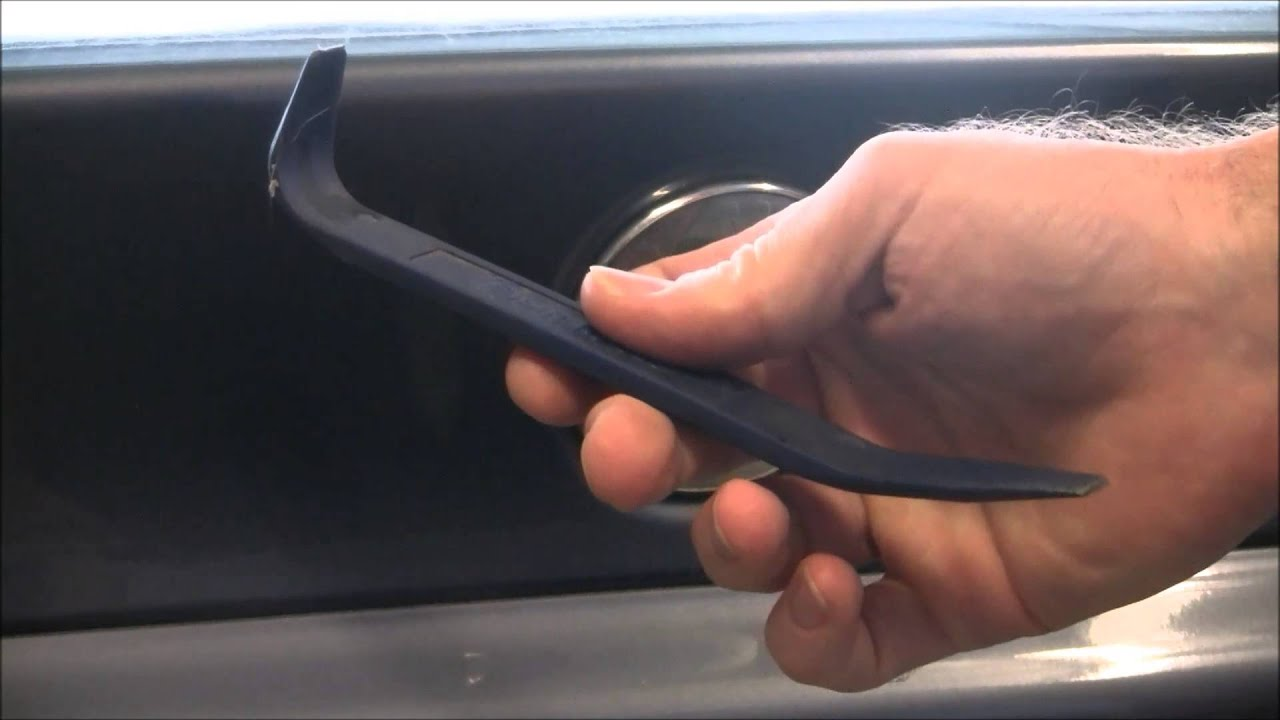 How To Change The Rear Emblem On Bmw 328i Youtube