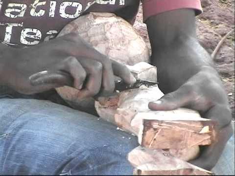 La fabrication des masques en Afrique